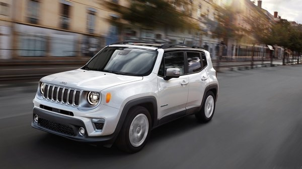Jeep Renegade front three quarters images 1