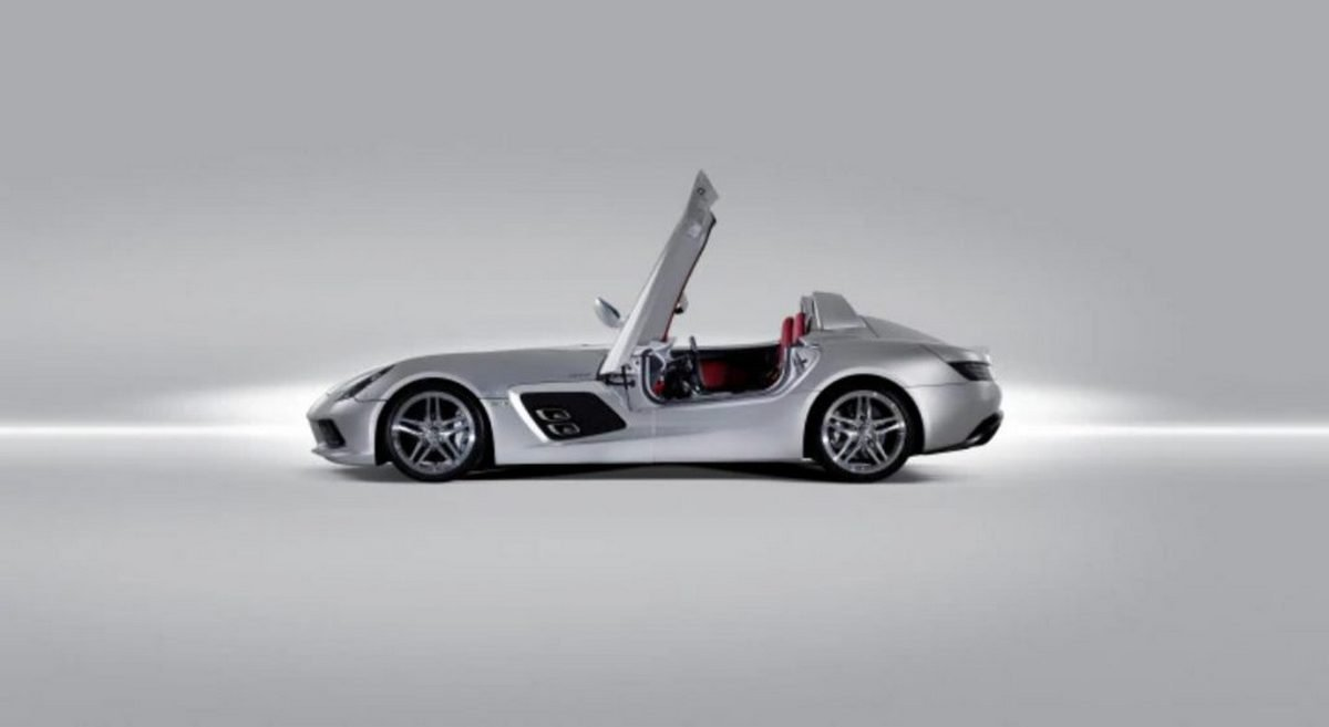 Side-profile-of-the-sports-car