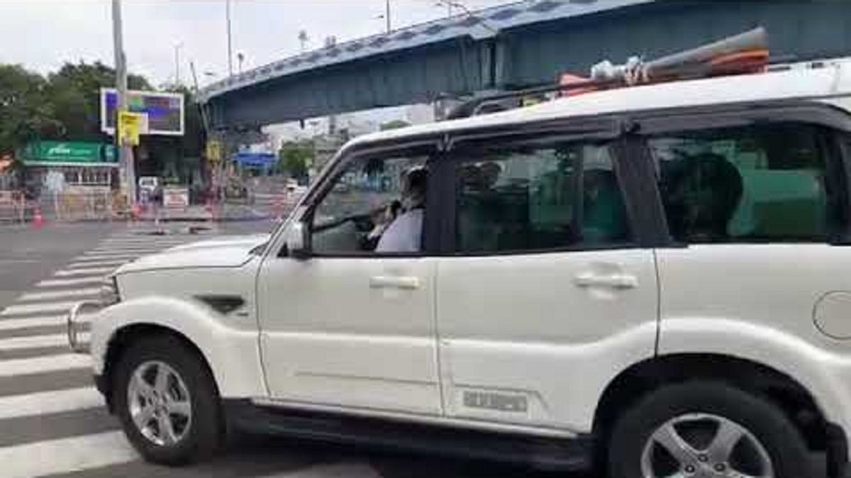 Mamta Banerjee Asks Kolkata Citizens To stay Home While Sitting In A Mahindra Scorpio