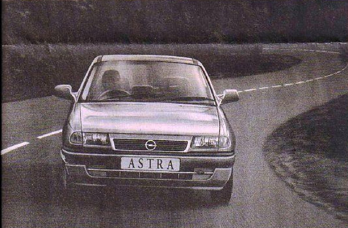 Old is Gold Opel Astra wallpaper