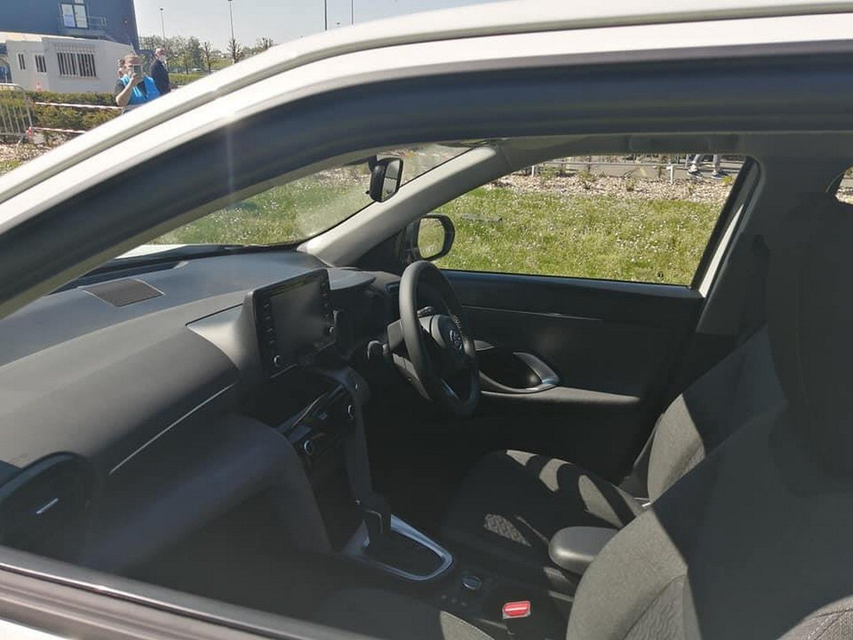 toyota yaris cross interior front seats