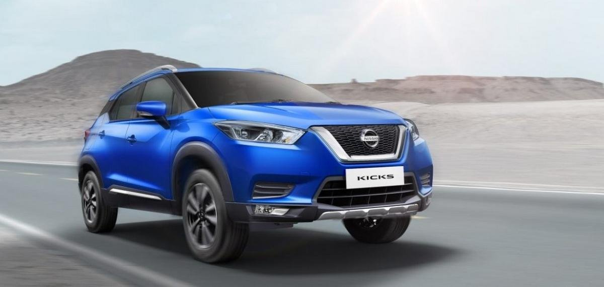 2020 nissan kicks blue front three quarters