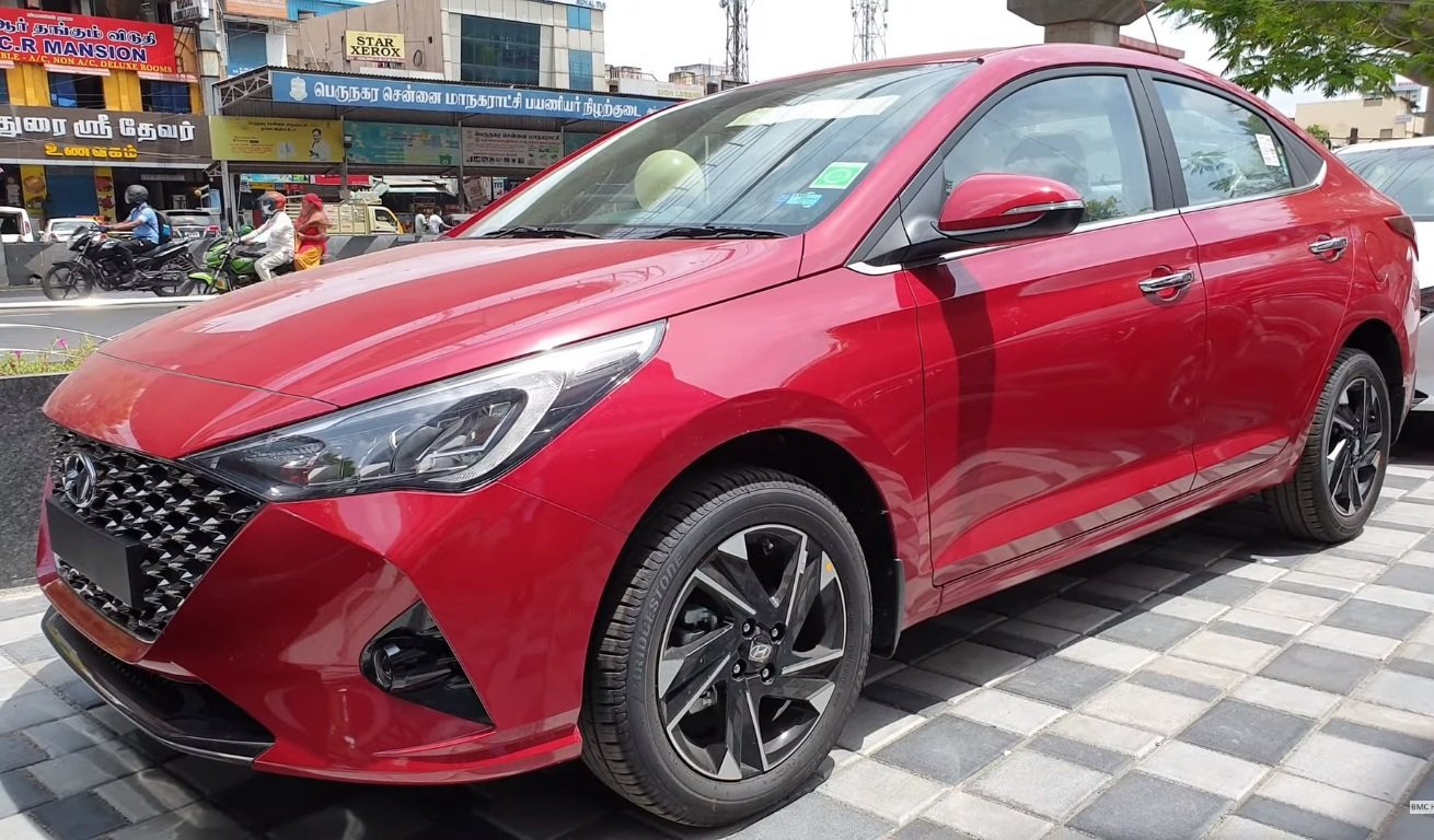 Real World Visuals of Hyundai Verna Facelift Surface, Looks Dashing in Red
