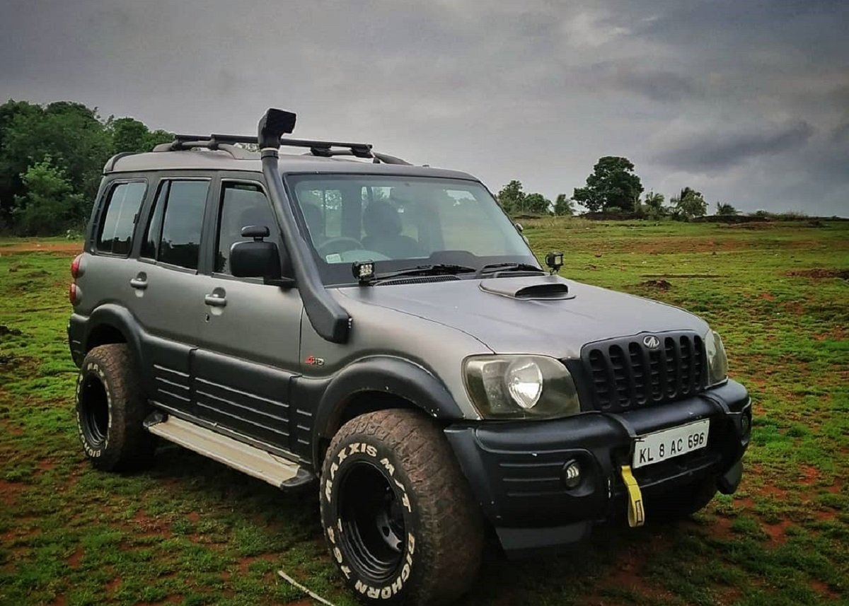 Old Mahindra Scorpio Modified To Tame Fortuners In The Wild