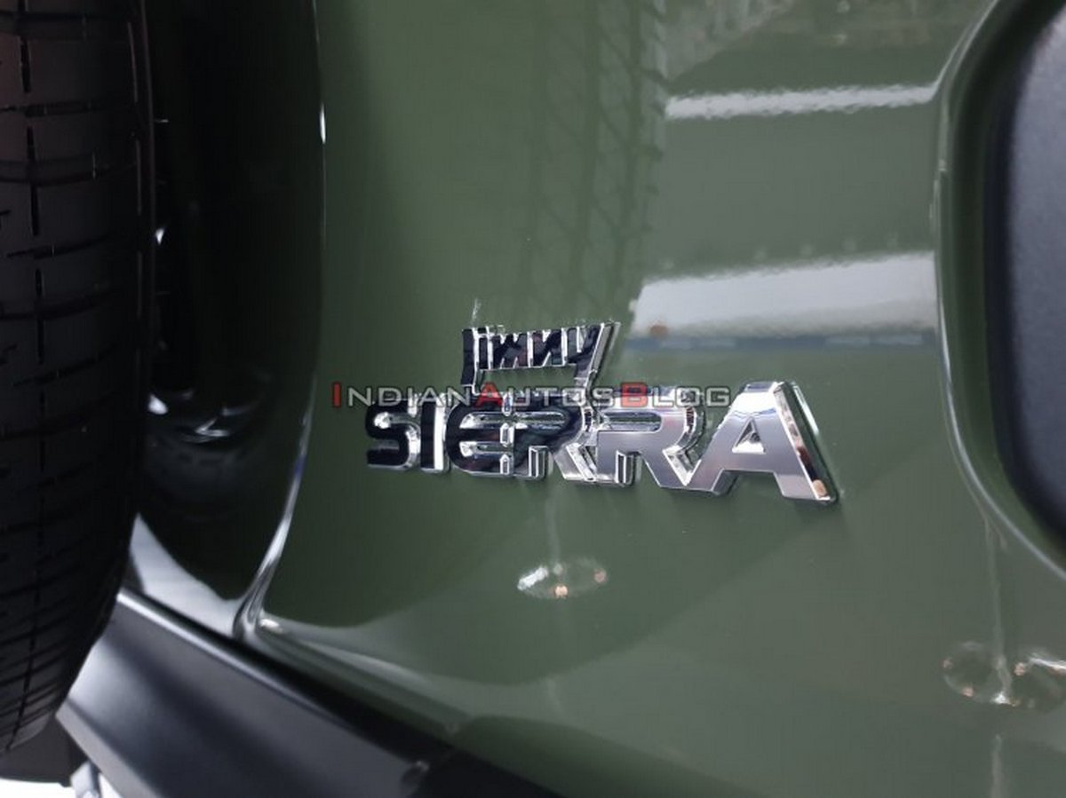 Rear-name-lettering-of-the-SUV