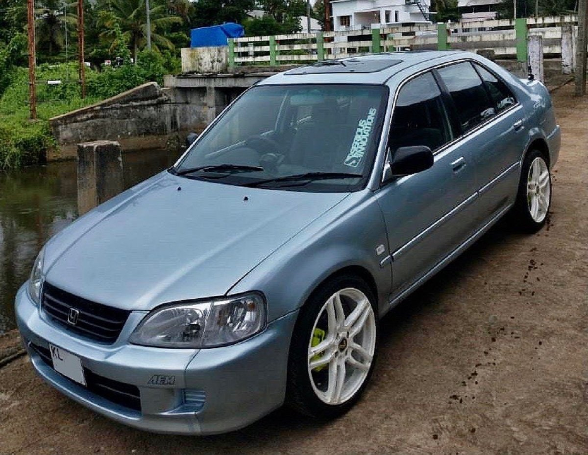 First-gen Honda City Looks Dapper With PopUp Sunroof And Big Aftermarket Rims