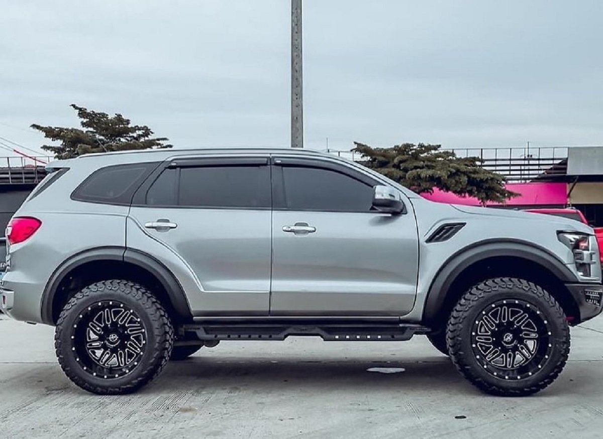 Ford Endeavour (Everest) Modified To Mimic Brawny Looks Of F-150 Raptor