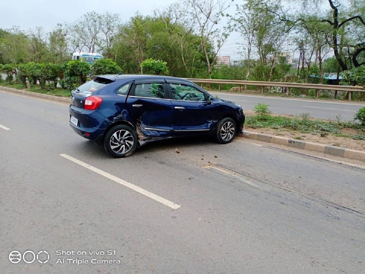 Maruti Baleno-based Toyota Glanza T-Boned By Bus, ALL SAFE