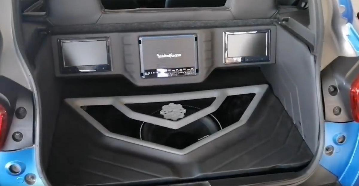 modified renault kwid boot lid sound system