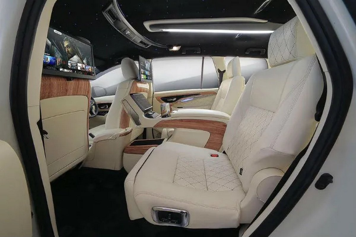 Side-inside-look-of-the-MPV