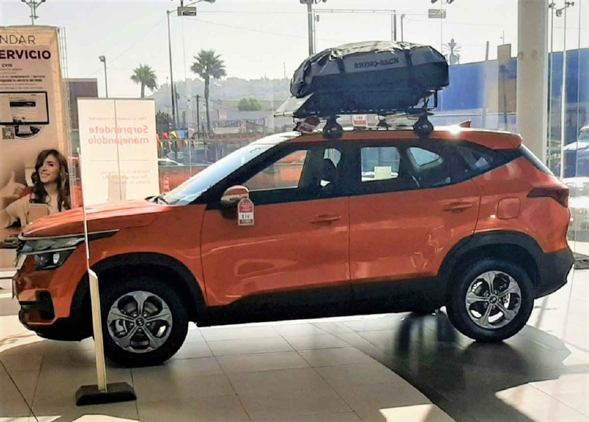 Mexico-spec Kia Seltos Gets Orange Paint Option and a Highly USEFUL Roof Sack
