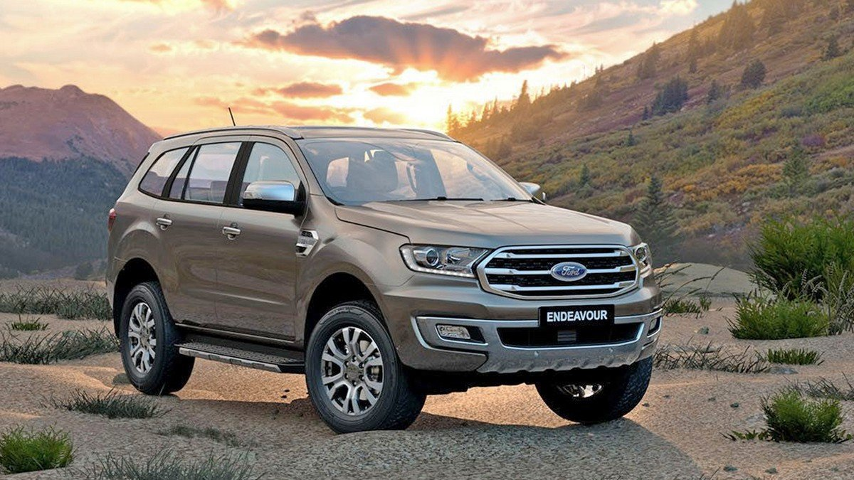 ford endeavour front three quarters