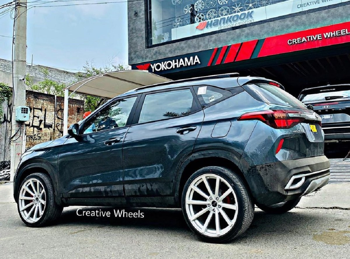 This Kia Seltos Rides On 20-inch Rims, Looks Baller From All Angles
