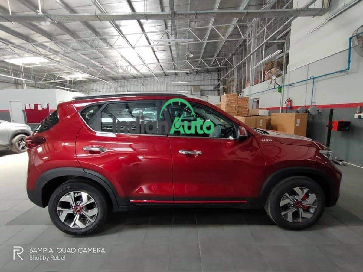 Kia Sonet GTX+ Auto Spotted at Dealership Yard, Launch Next Month