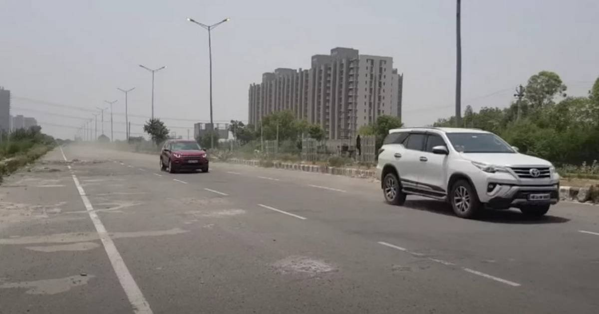 land rover discovery vs toyota fortuner drag race