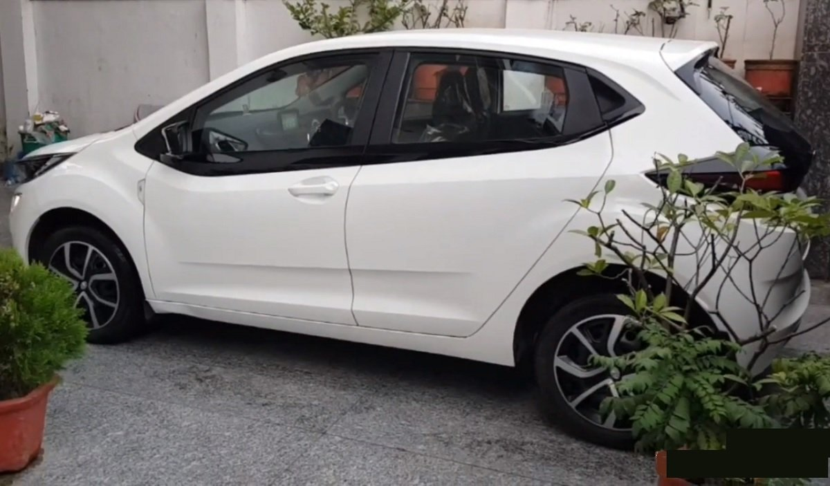 Tata Altroz's Wheel Caps Modified To Mimic Alloys In Just Rs. 215