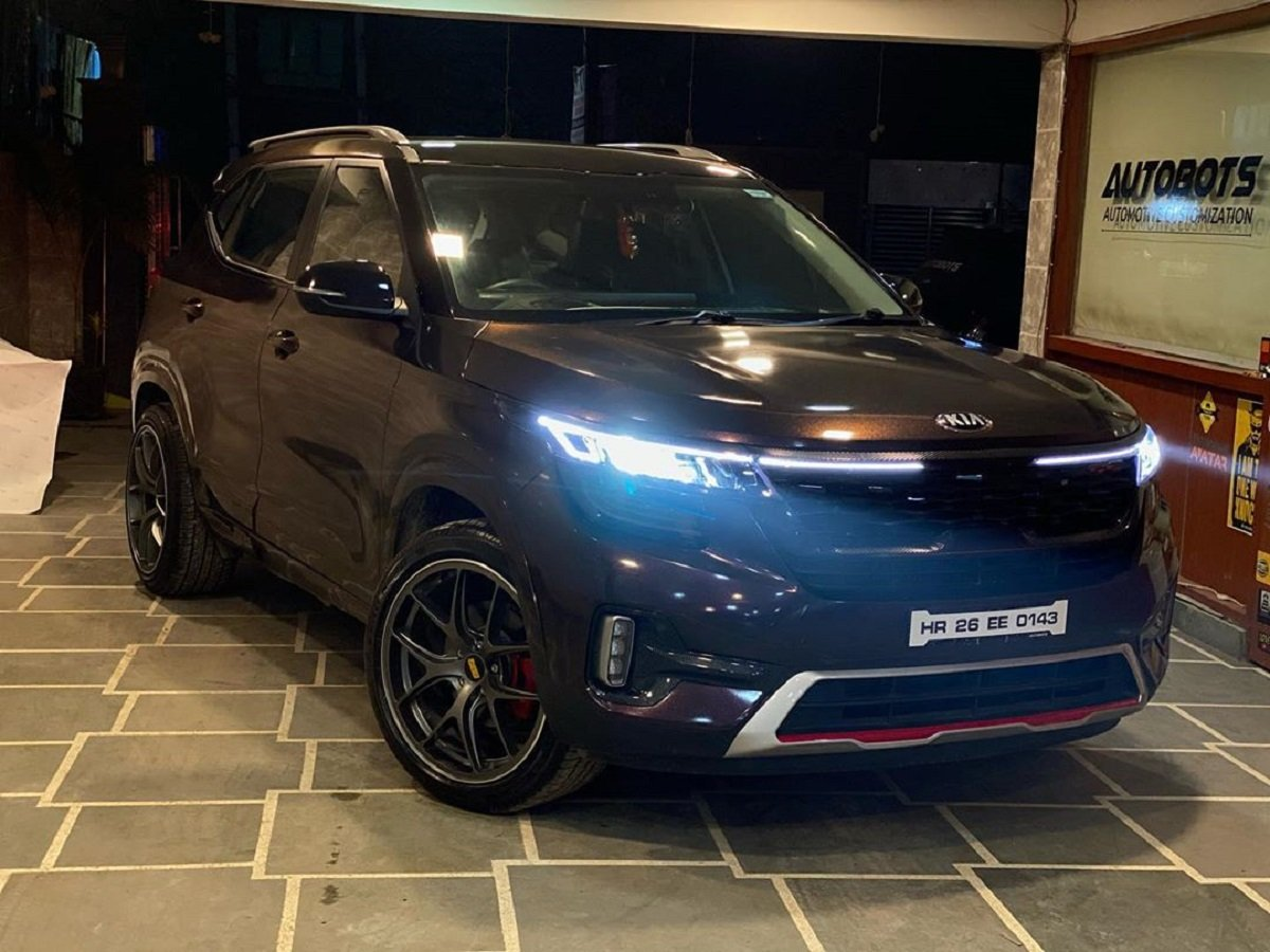 Black Rose Wrapped Kia Seltos Gets 19-inch Mags, Powered Tailgate & More