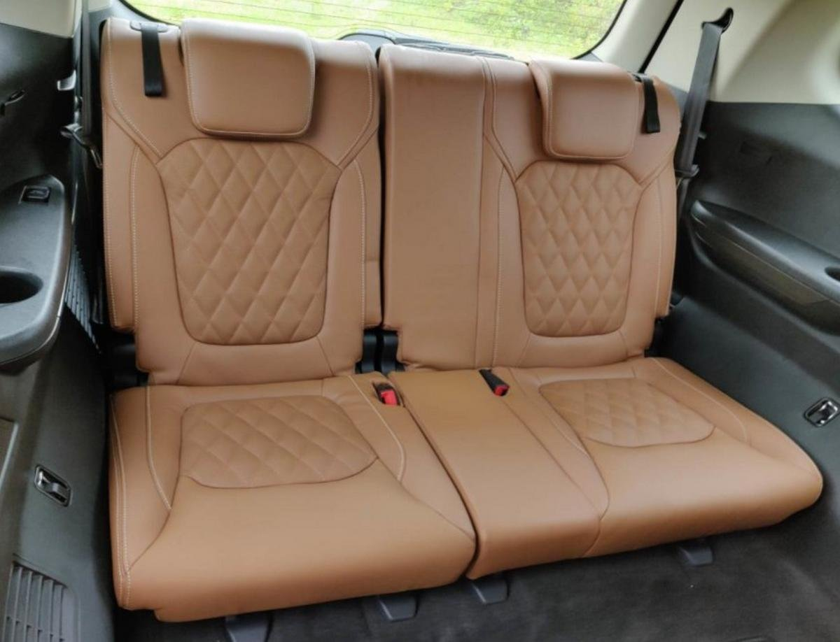 mg gloster rear seats