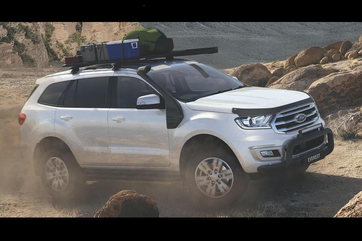 Front-side-look-of-Ford-Endeavour-BaseCamp
