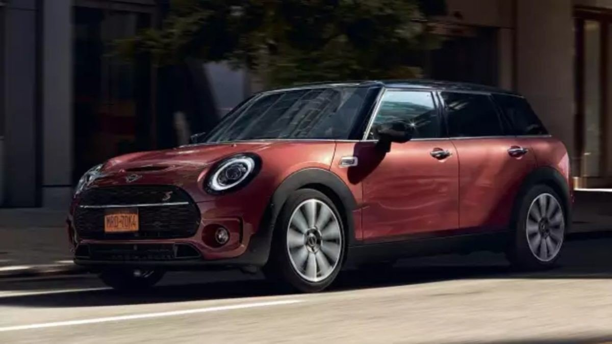 mini cooper clubman s 2020 side profile three quarters