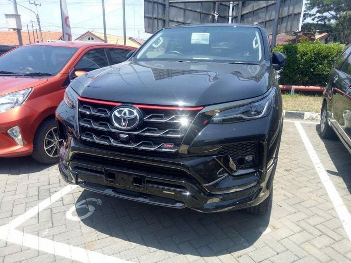 2020 toyota fortuner trd front angle