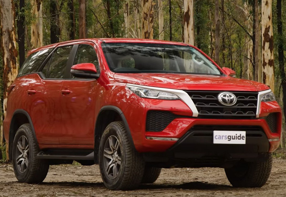 2021 toyota fortuner front three quarters