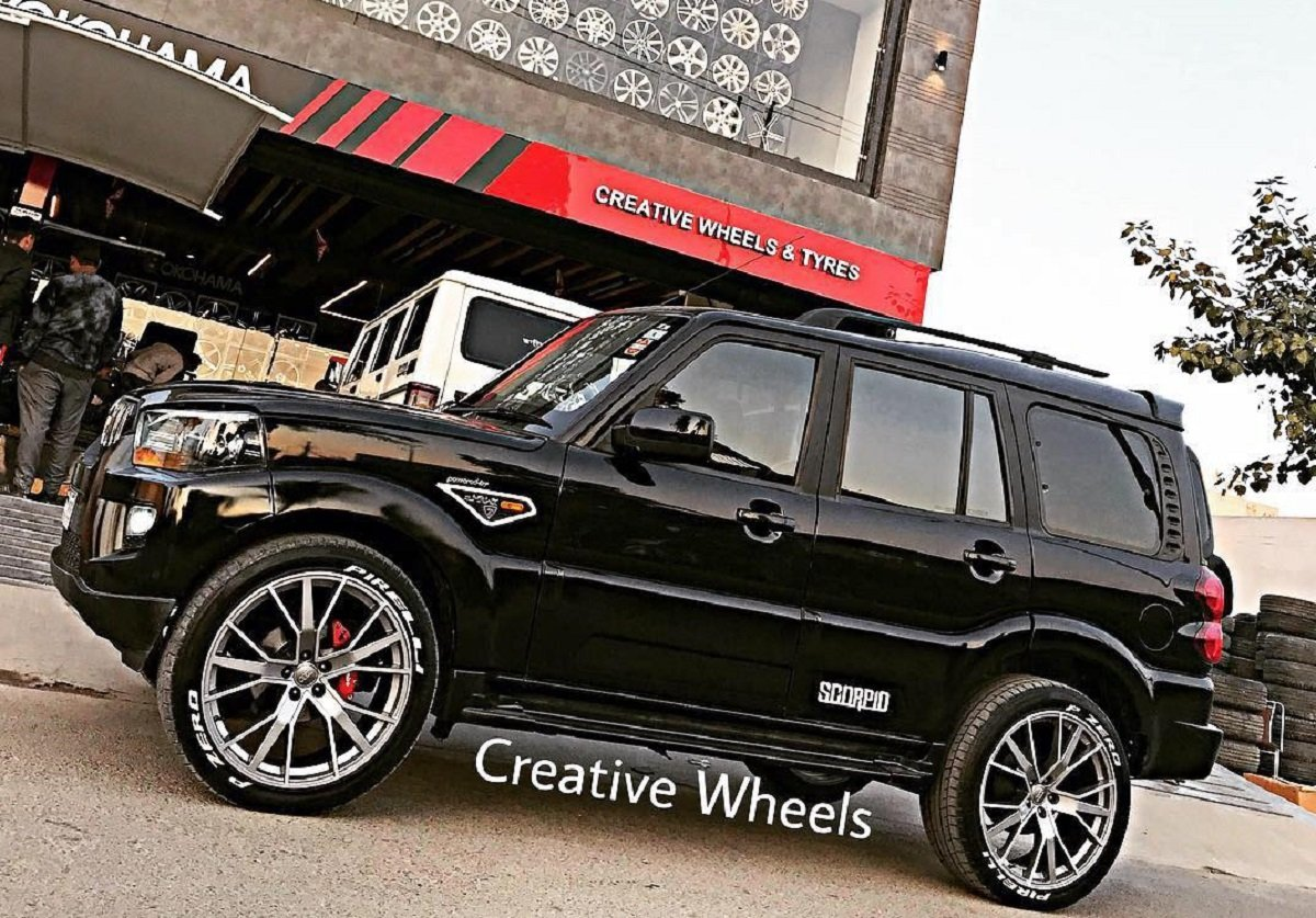 Side-view-of-Mahindra-Scorpio-with-sporty-looking-alloy-wheels