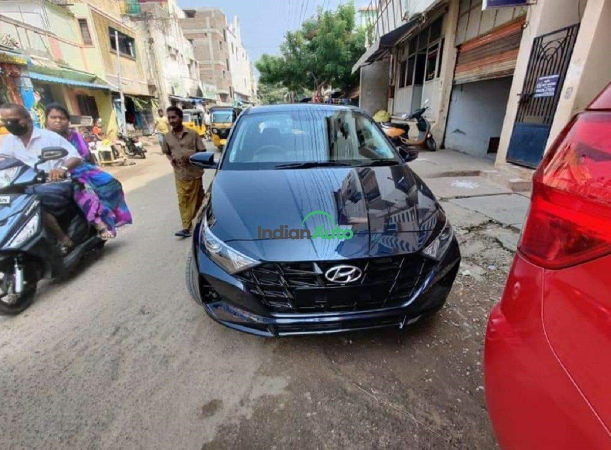 New Hyundai i20 Spotted in Starry Night Paint Job, Before its Launch on November 5