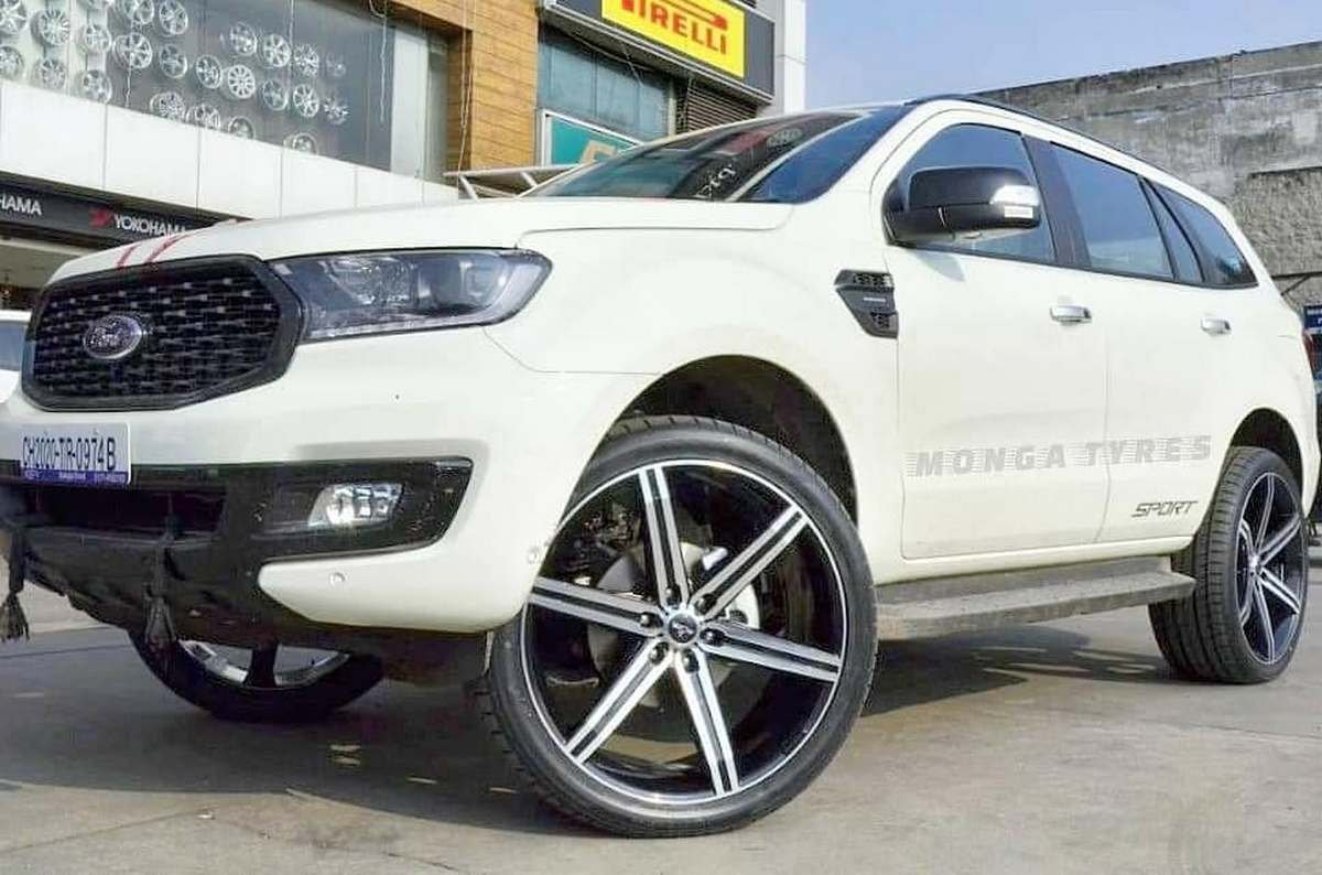 Front-side-look-of-2020-Ford-Endeavour-Sport
