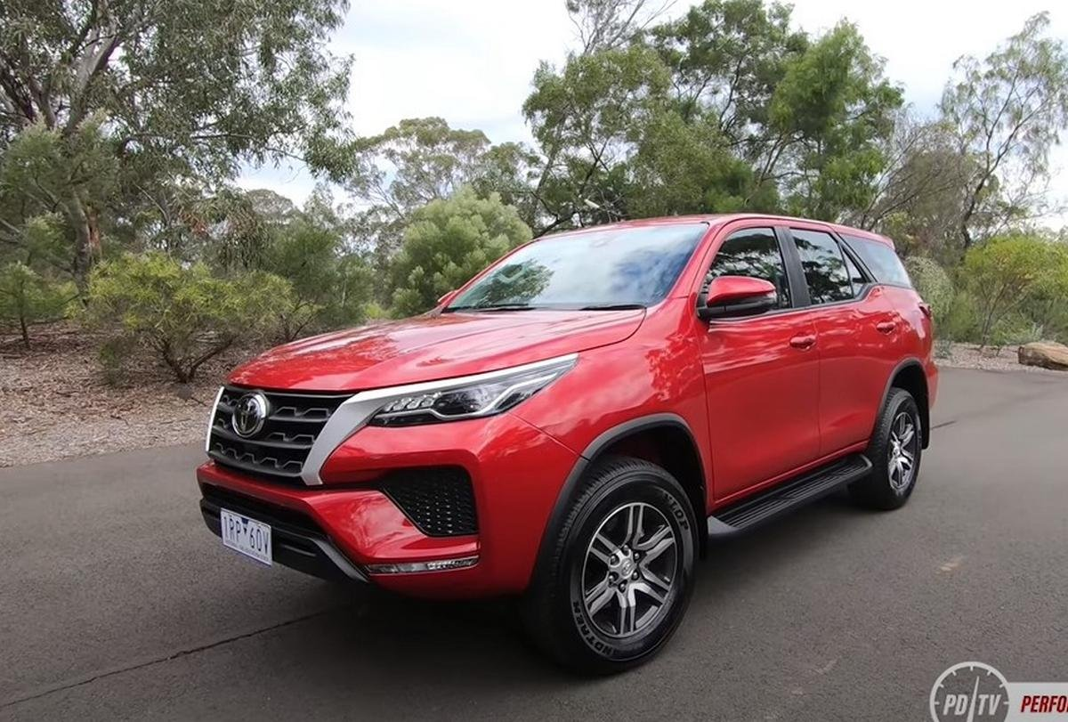 toyota fortuner facelift front three quarters