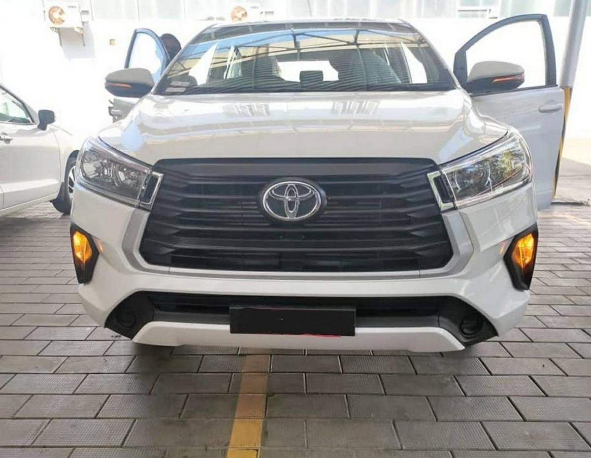 new toyota innova crysta facelift front images