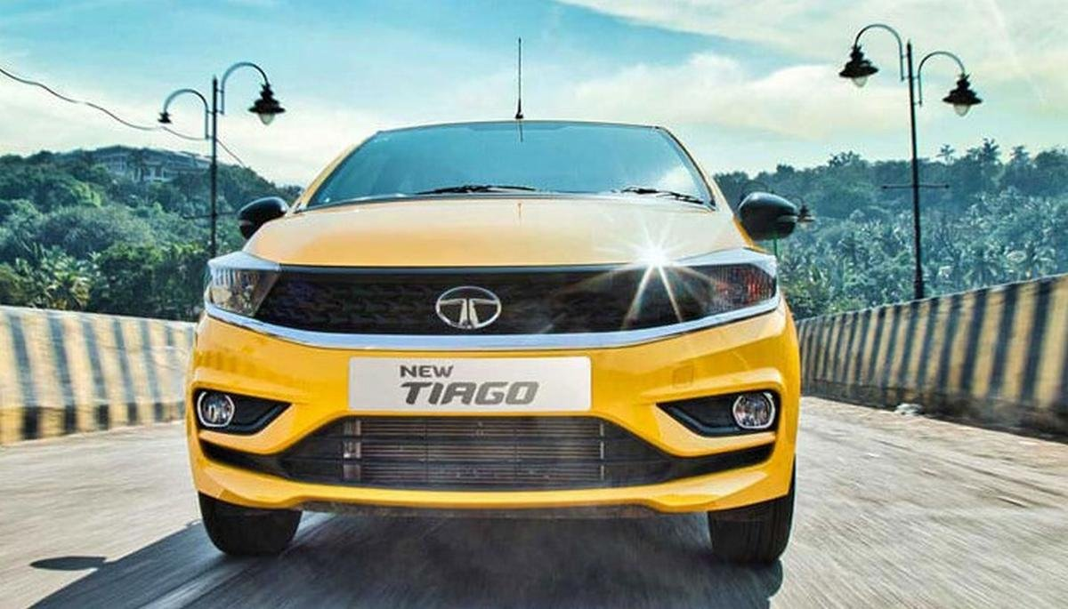 tata tiago front three quarters