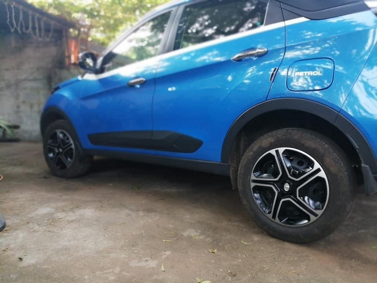 Side-look-of-Tata-Nexon