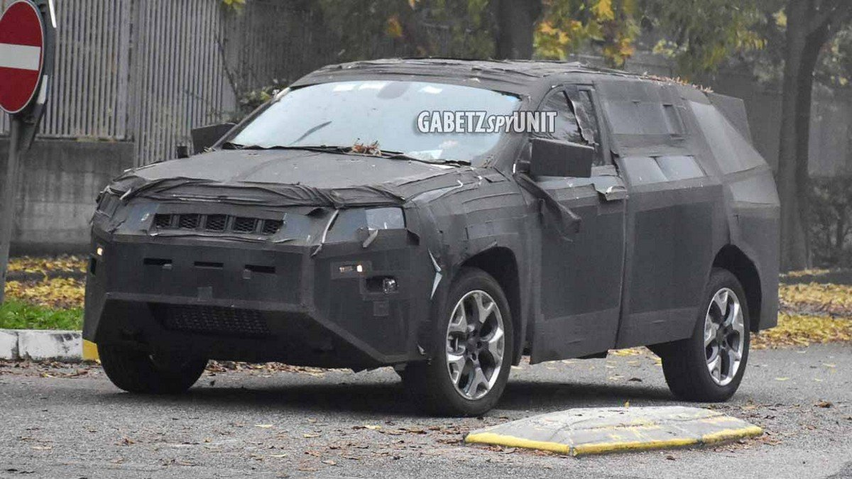 2021-jeep-grand-compass-suv-spied three quarter front