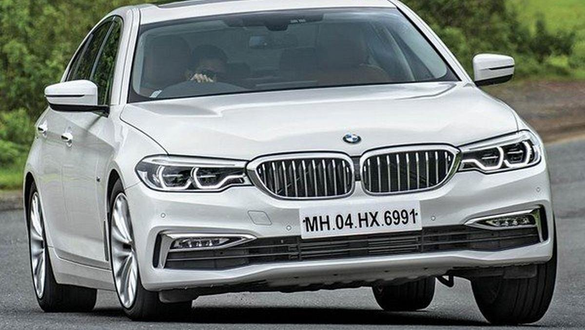 2017 bmw 5 series silver front angle