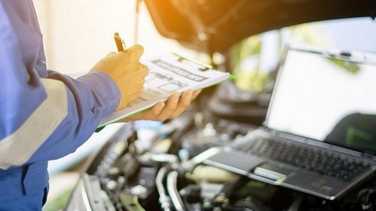 check accident history of car expert checking car
