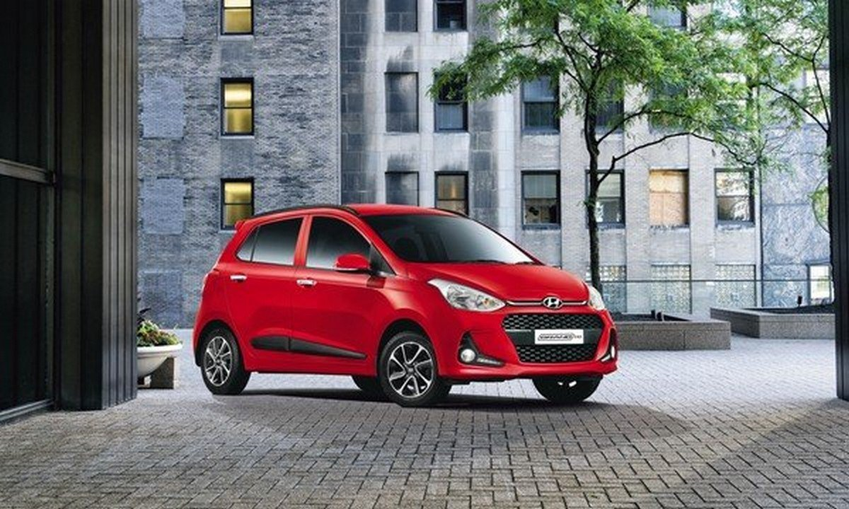 best cars for beginners in India Hyundai Grand i10 front and side look street background