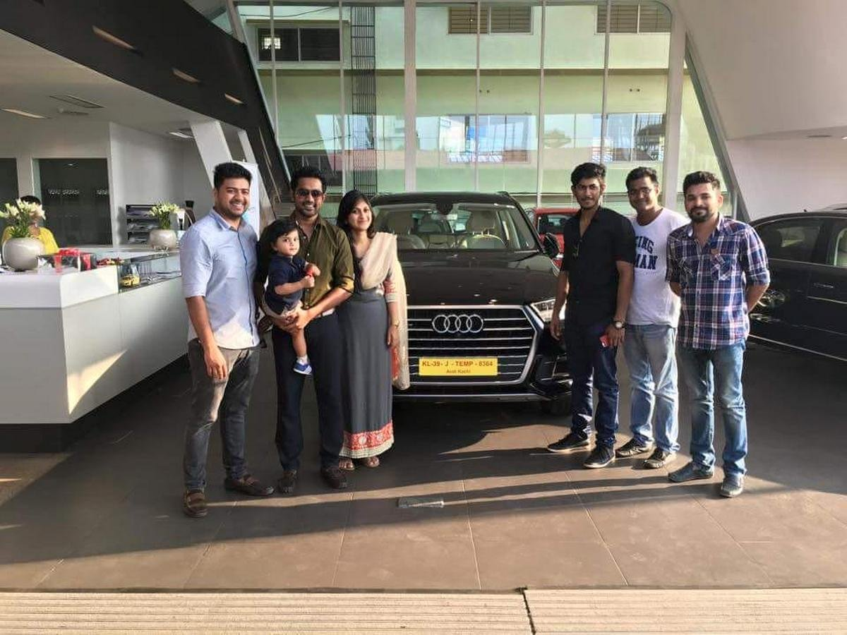 asif ali car collection- audi q7 front angle