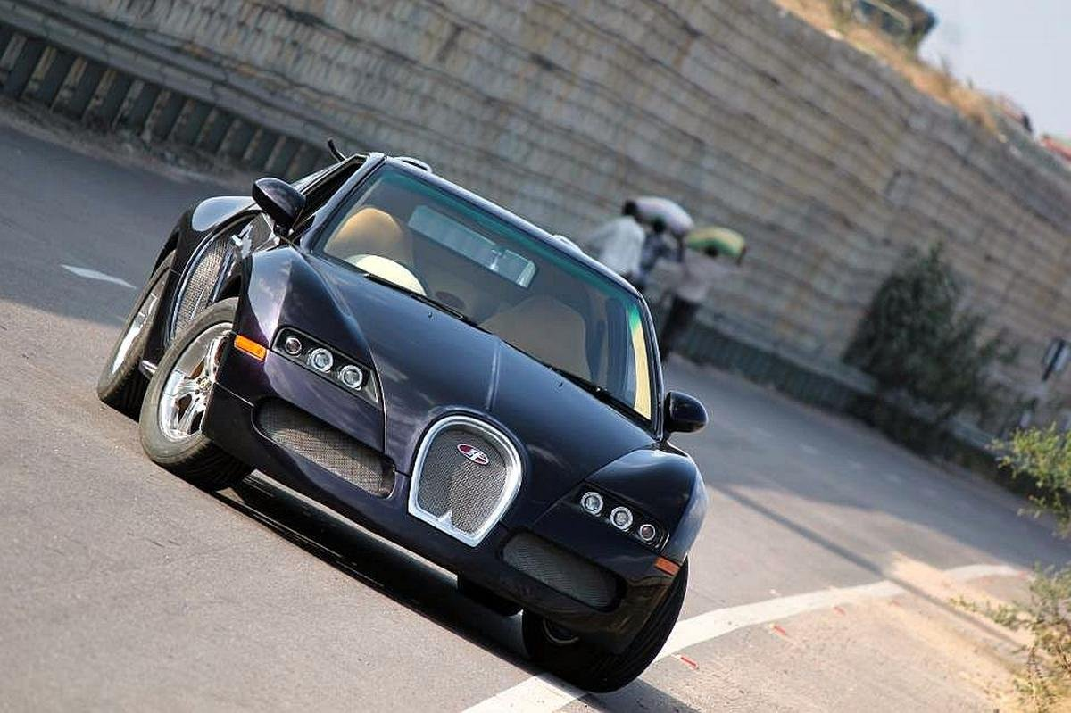 modified maruti esteem- bugatti veyron replica front angle