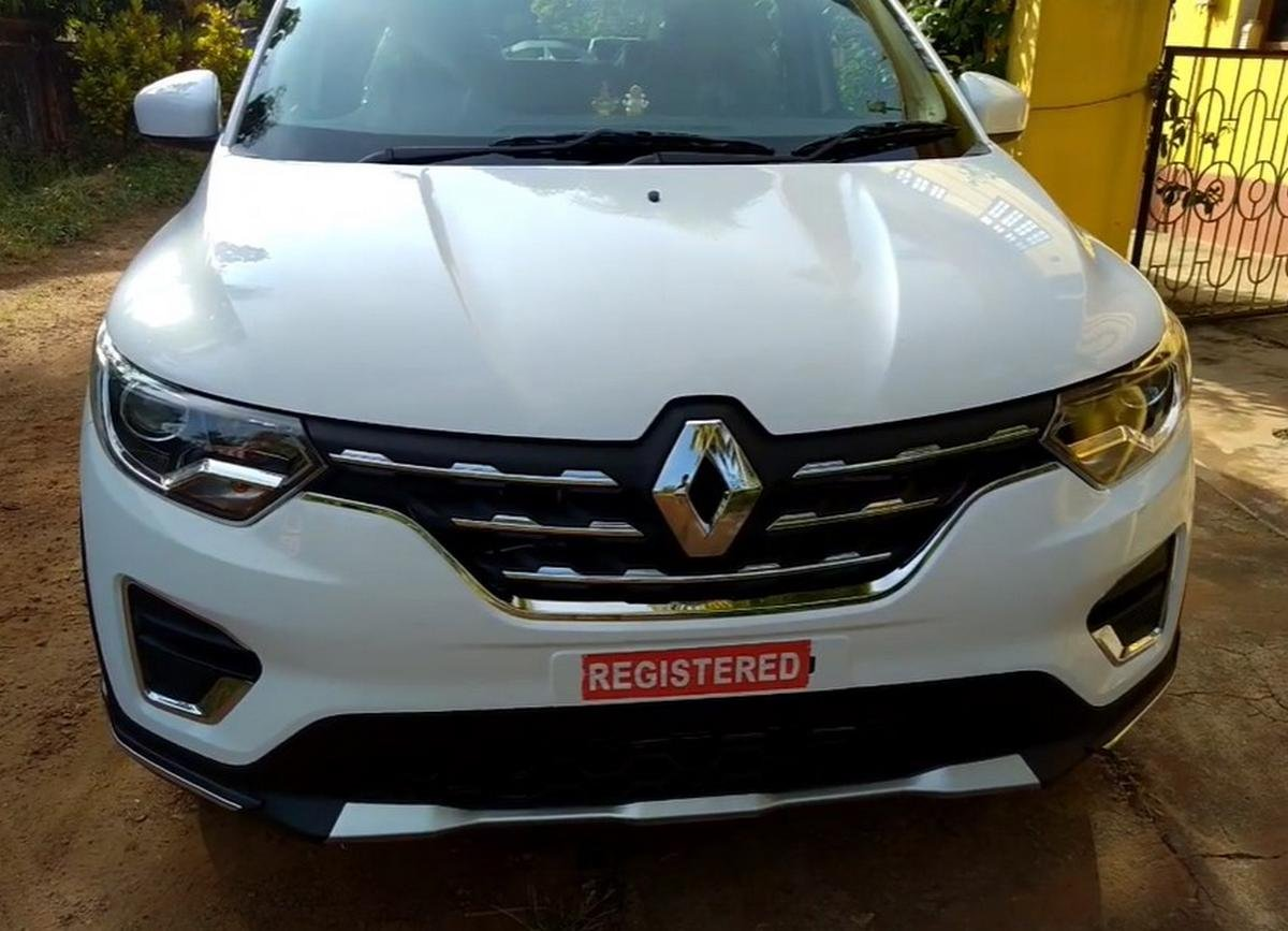 renault triber 2019 white front angle