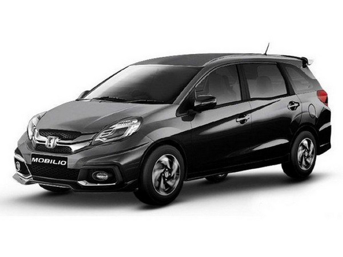 Honda Mobilio in white paint and a huge gap between two axles