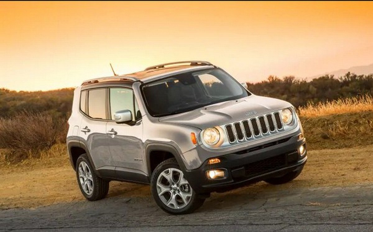 Jeep Renegade front look at dust