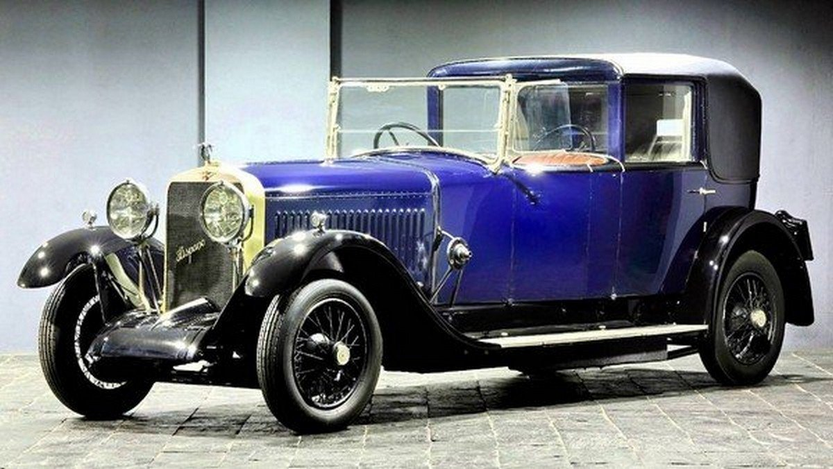 Blue 1925 Hispano Suiza H6B roof closed angle view