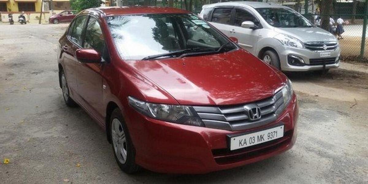 2011 used Honda City red angular left