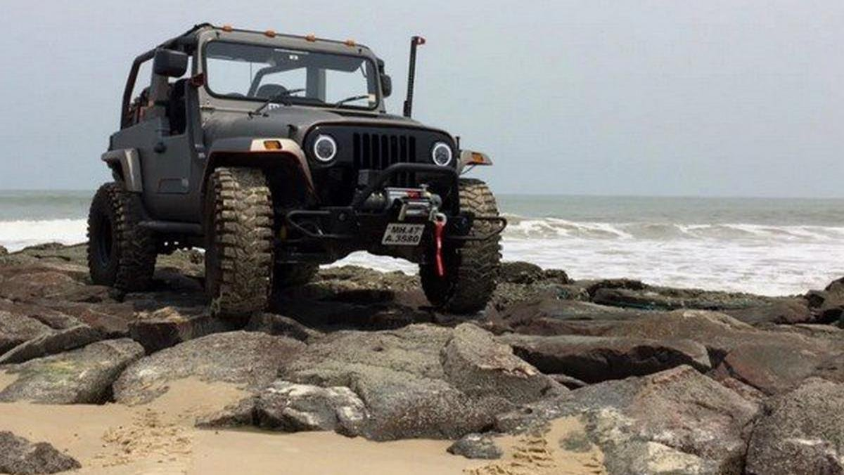 Mahindra Thar Daybreak brown on the cliff