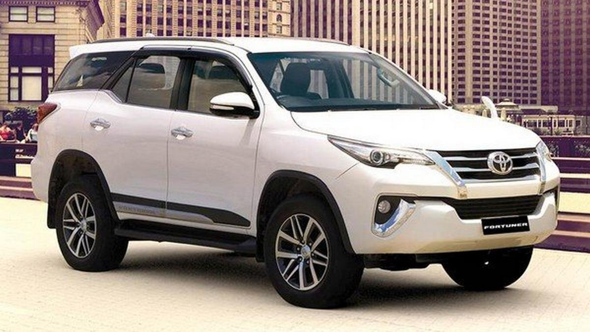 toyota fortuner white front angle