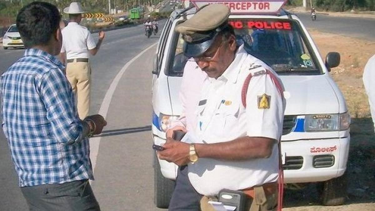 traffic police and violator fined