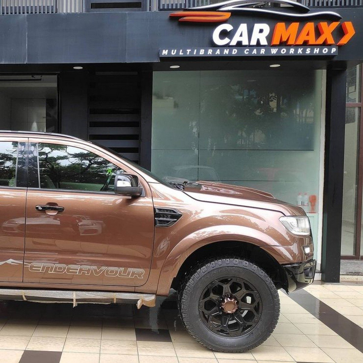 Modified Ford Endeavour Gets Custom Wide Body Kit To Look Brawny