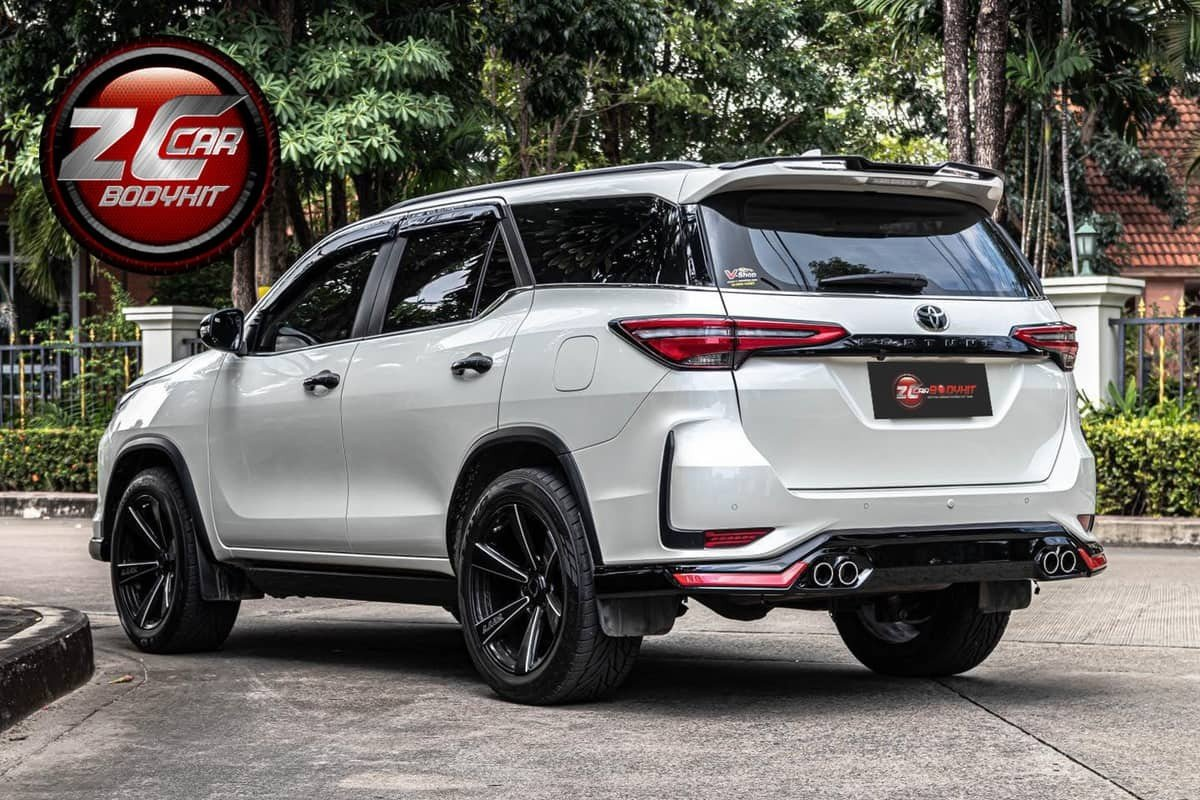 modified-toyota-fortuner-body-kit-rear