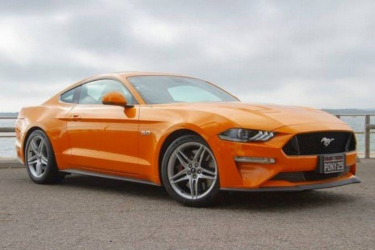 2020 ford mustang orange side profile angle